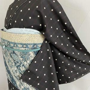 着物でもワードローブの基本にしたい 「ドット柄」の大島紬の画像