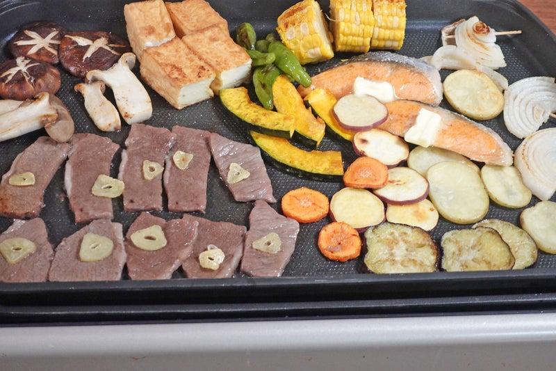 秋を味わう鮭と焼肉のホットプレートレシピ