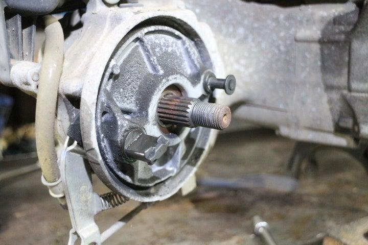 トゥデイ・DIO(AF68)リアブレーキ固着修理