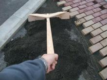 THE 中島邸 ~分離発注で挑む建築日記~-砂を均す