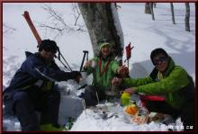 ロフトで綴る山と山スキー-雪上ランチ