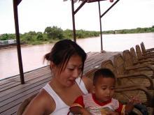 トレンサップ湖にて赤ちゃん