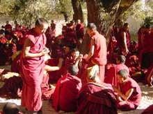 チベットの僧達