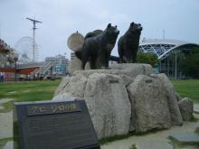 タロとジロの銅像