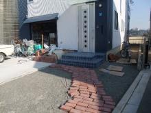 THE 中島邸 ~分離発注で挑む建築日記~-仮敷きのレンガ