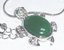 緑色の石のネックレス 大