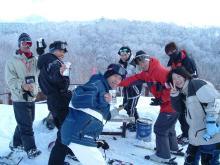 雪原の酒宴