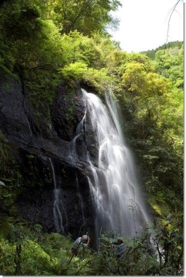 うそぐいの滝5(人物入り)