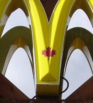 カナダのマック メープルマーク入りです…