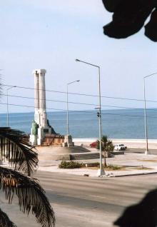 """メイン号爆破事件(""""不在""""が語ること)   MARYSOL のキューバ映画修行"""