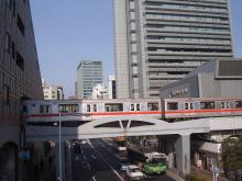 続 東京百景(BETA version)-#010 丸ノ内線、ビルに吸い込まれる?の図