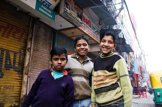 世界一小さな声で語られる世界に聞こえるひとりごと-インドの子供