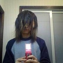 伸びすぎた前髪で前が…