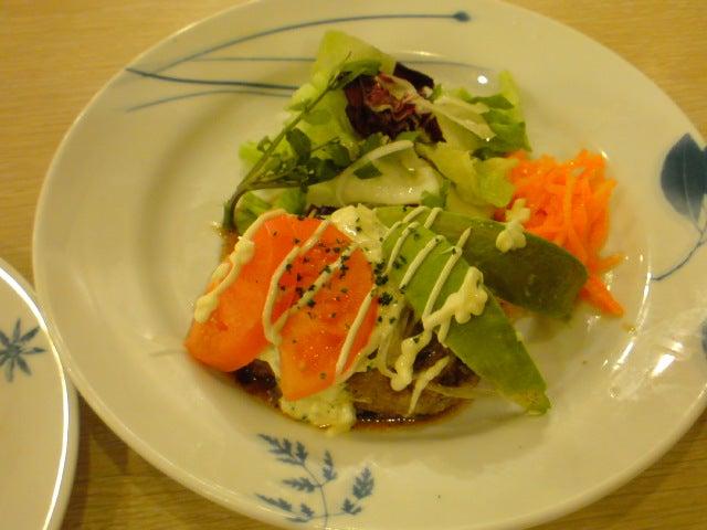夜のファミレス通信-アボカドハンバーグ バランス野菜仕立て