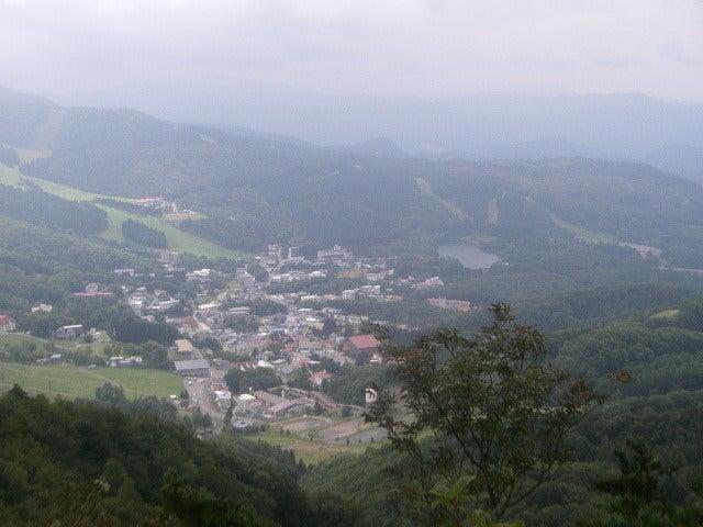 竜山から蔵王温泉を見下ろす