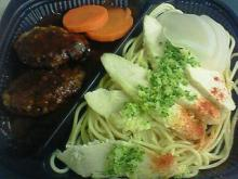 蒸し鶏のペペロンチーノとキャベツハンバーグ