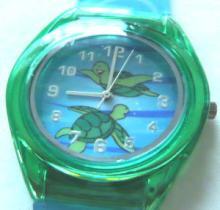 腕時計 緑色のウミガメ