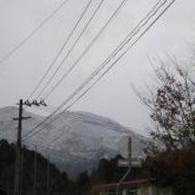 裏山は 真っ白 雪が…