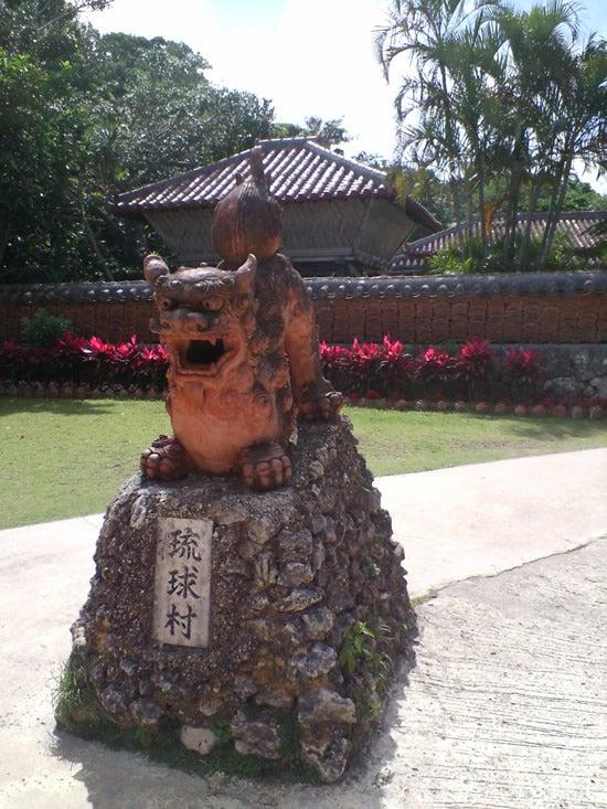 琉球村 入り口のシーサー