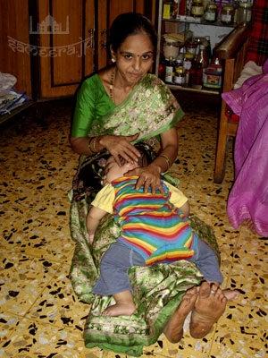 インドの赤ちゃんの寝かせ方