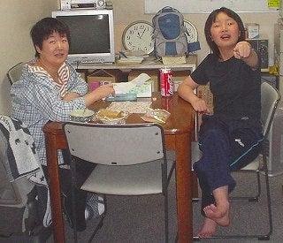 中国将ママと棋対戦中