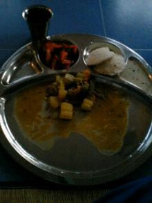 アシュラムのゴハン カレー 右手で食します