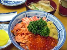 函館朝市にて 海鮮丼!