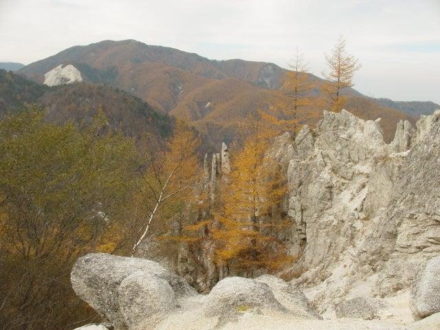 花崗岩と紅葉